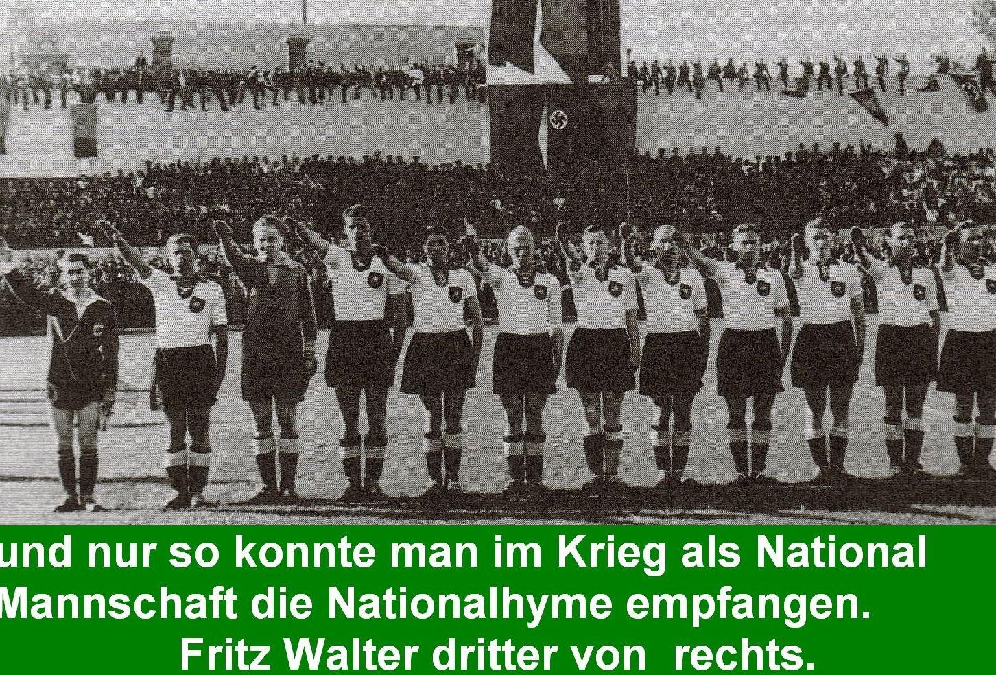 Die deutsche Nationalmannschaft im Krieg bei der Nationalhymne
