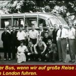 12-Mannschaft vor dem Bus